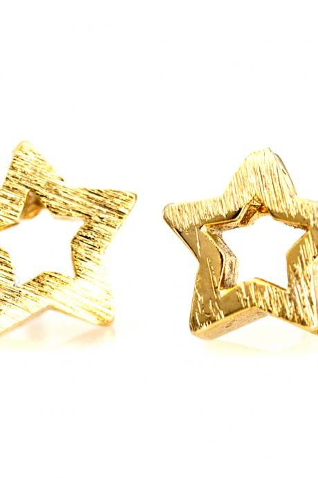 1 Star Earrings Delicate Scratch Star Stud Gold Plated over Brass 5NBAE14